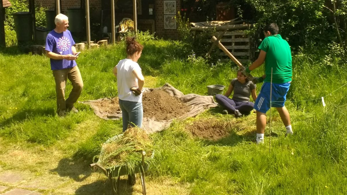 Energy Saving Trust volunteer day at Tooting Community
